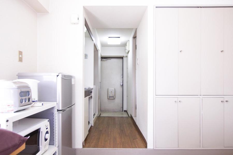 お部屋と廊下の間には仕切りがないのですっきりと開放的
