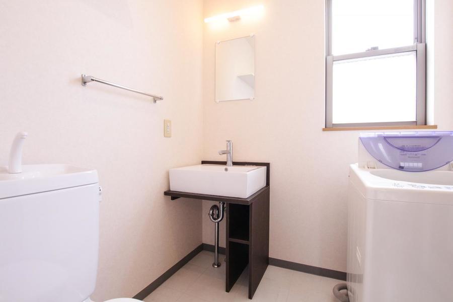 洗面台のボウルはインテリア性の高いスクエアタイプ