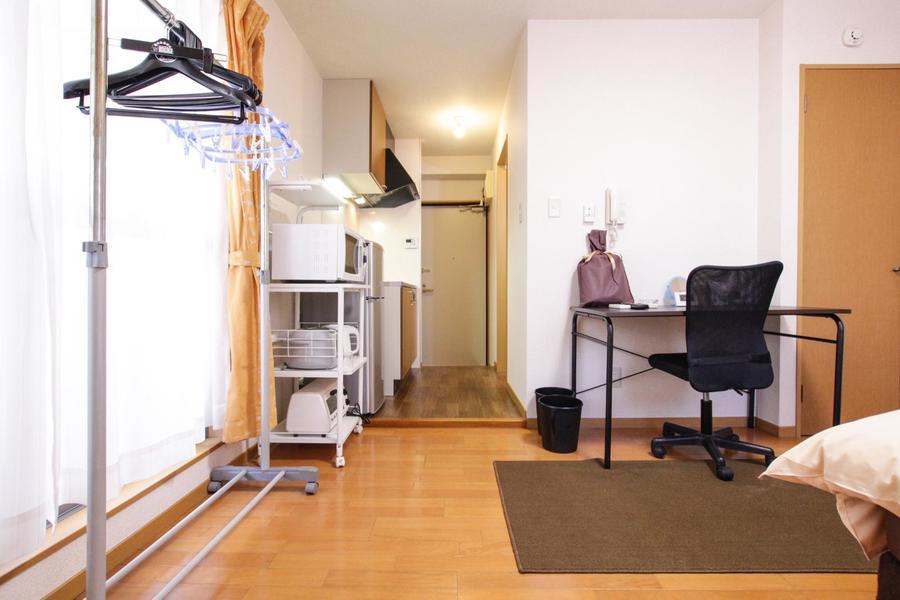 お部屋とキッチンの間に仕切りがなく広々とした雰囲気