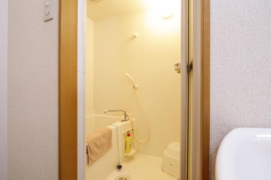日々の疲れを癒やすバスルーム。バスマットもご用意しております