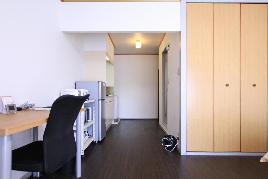 玄関からはお部屋の中が見えない構造。プライバシー面でも安心です