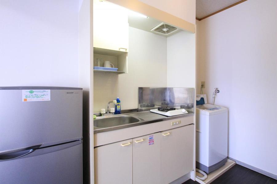 コンパクトなキッチン。スペースも広めに取られています