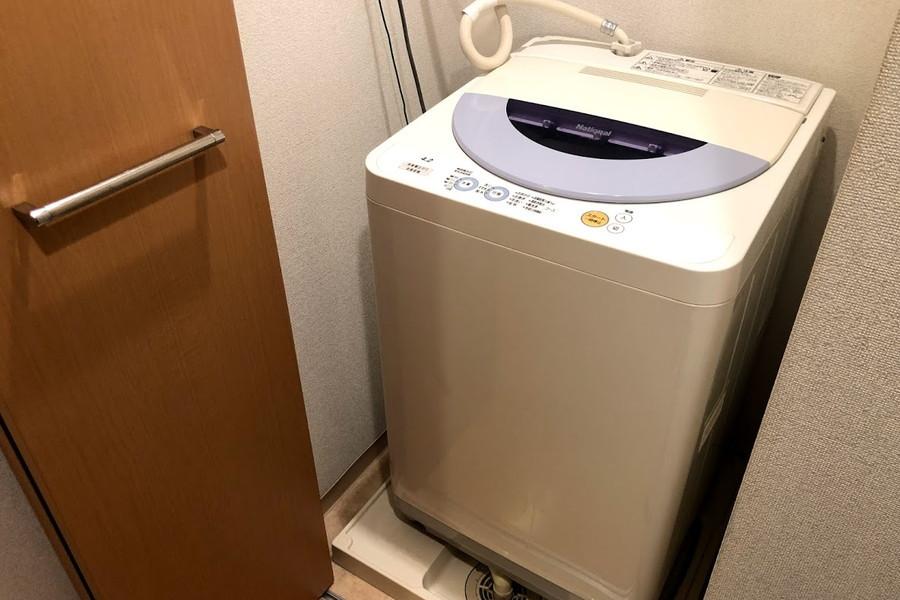 洗濯機置き場は扉つき。目隠しができるのでお部屋もすっきり