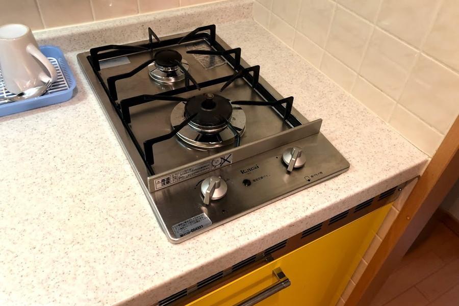 コンロは安心火力のガスコンロ。二口タイプでお料理にも最適