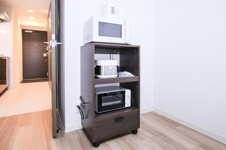 キッチンラックもお部屋に合わせて木目調タイプを採用