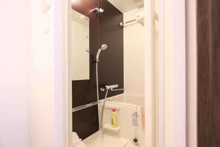 清潔感あふれるバスルームには浴室乾燥機能を搭載