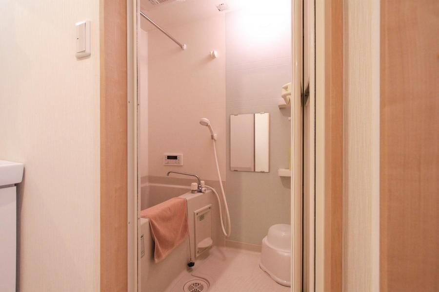 広々ときれいなバスルームには便利な追い焚き機能を搭載