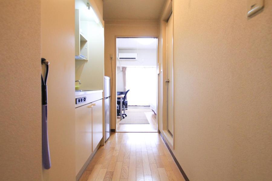 廊下も白を基調としたカラーリング。落ち着いた雰囲気です