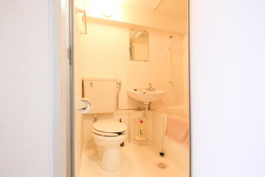 お風呂はお掃除が簡単なユニットバスタイプ