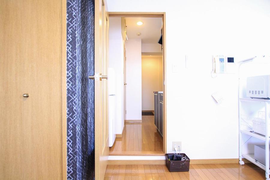 お部屋とキッチンの間には仕切り扉がありプライバシーもしっかり確保