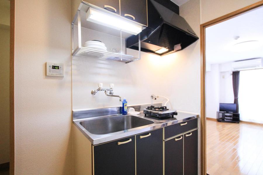 キッチンは広めのシンクが特徴。ガスコンロは一口タイプです