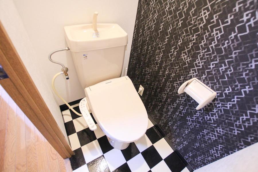 お手洗いは衛生面でも安心のセパレートタイプ。壁紙や床にも一工夫!