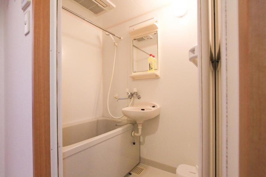 お風呂は浴室乾燥機能付き。花粉やホコリからお洋服を守ります