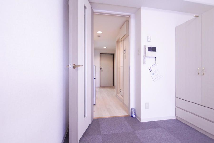 お部屋との間には扉を設置。来客時のプライバシー対策にお役立て下さい