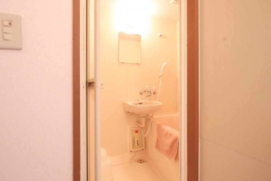 お風呂はシンプルながらも清潔感があります