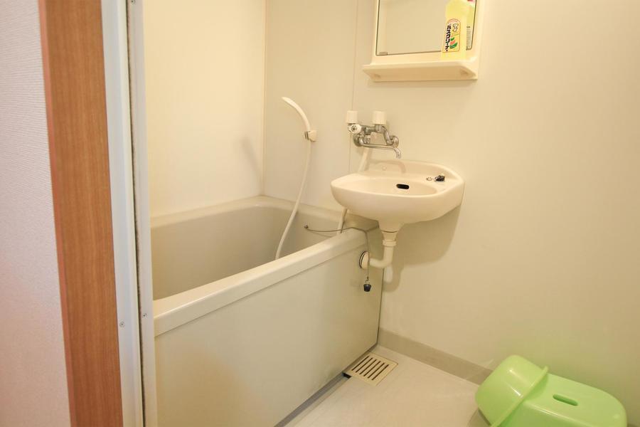お風呂は人気の浴室乾燥機能付き。天気を気にすることなくお洗濯ができます