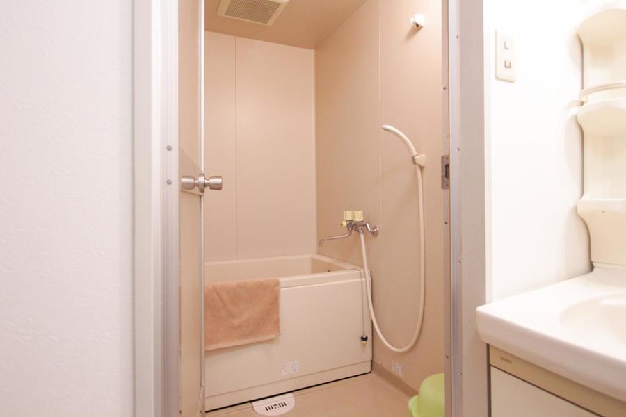 お風呂には風呂桶などの小物もご用意しています
