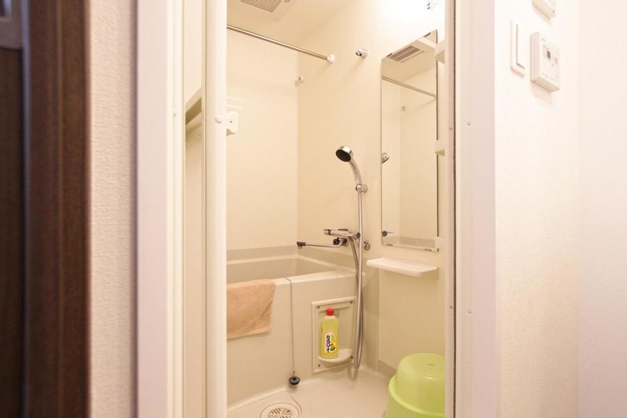 清潔感のあるバスルーム。嬉しい浴室乾燥機能を搭載