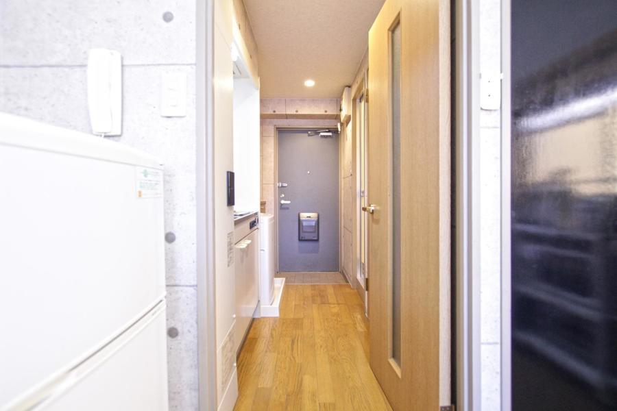 お部屋との間には扉が設置。来客時のプライバシー確保にお役立てください