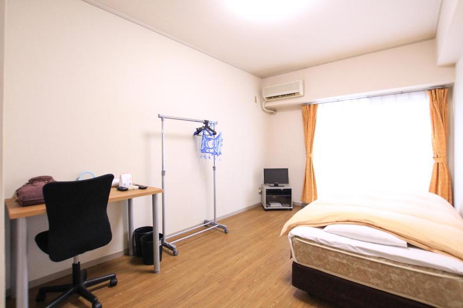 ベッドやデスクを置いてもたっぷりゆとりあるお部屋
