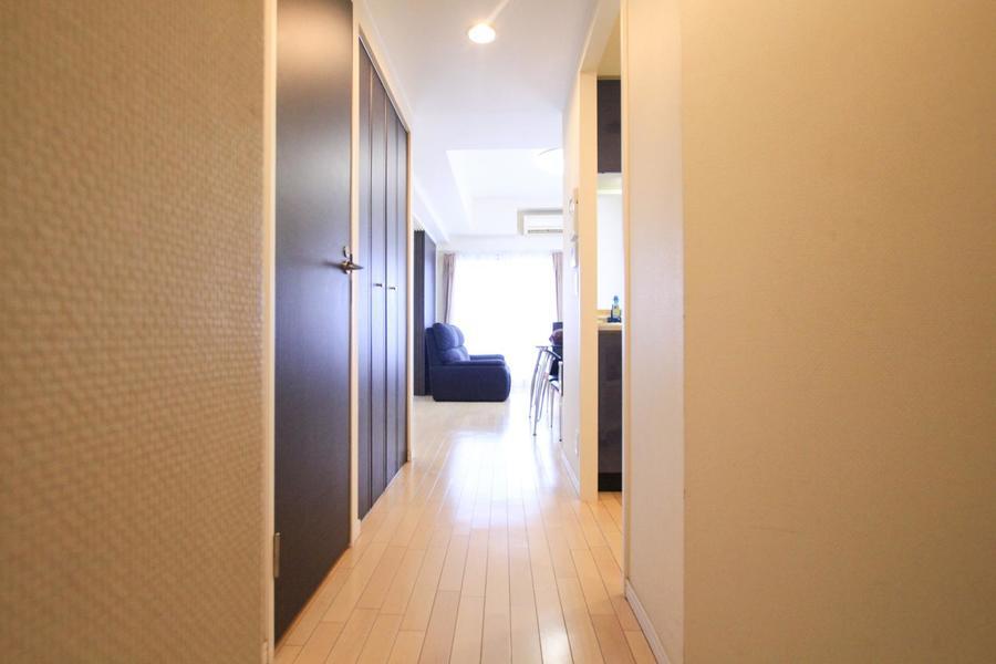 玄関からお部屋までは段差のないフルフラットタイプ。足元も安心です