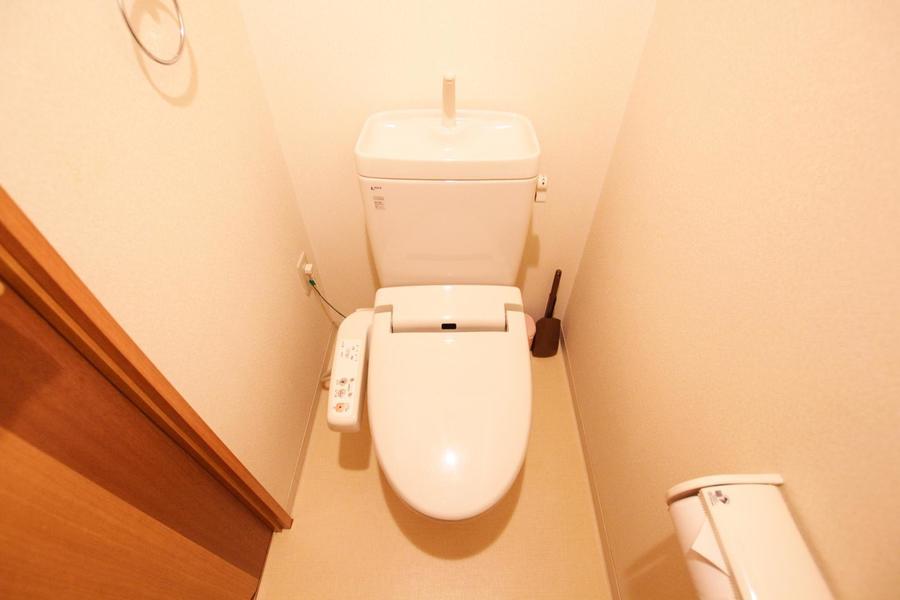 お手洗いはセパレートタイプ。シャワートイレ標準装備です