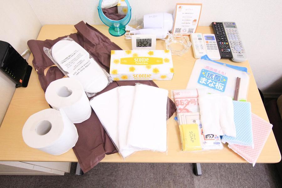 洗濯洗剤、ゴミ袋など日用品をアメニティセットとしてご用意しています