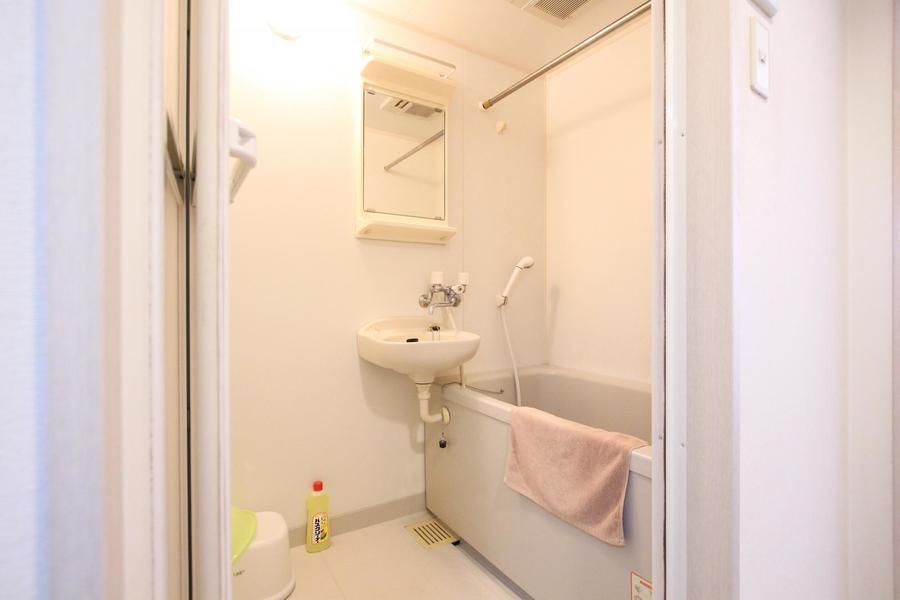 清潔感のあるバスルーム。浴室乾燥機能搭載です