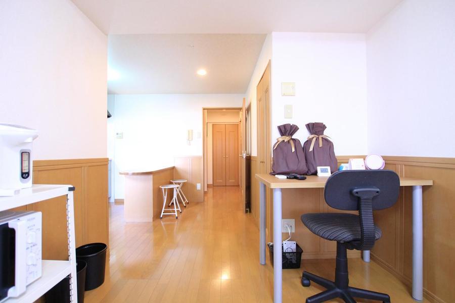 お部屋とキッチンは一続き。玄関からは室内が見えないので来客時も安心です