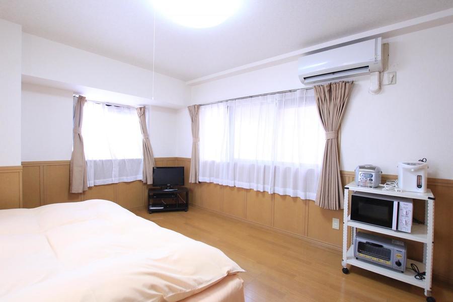 大小合計3つの窓で採光もばっちり。明るく過ごしやすいお部屋です