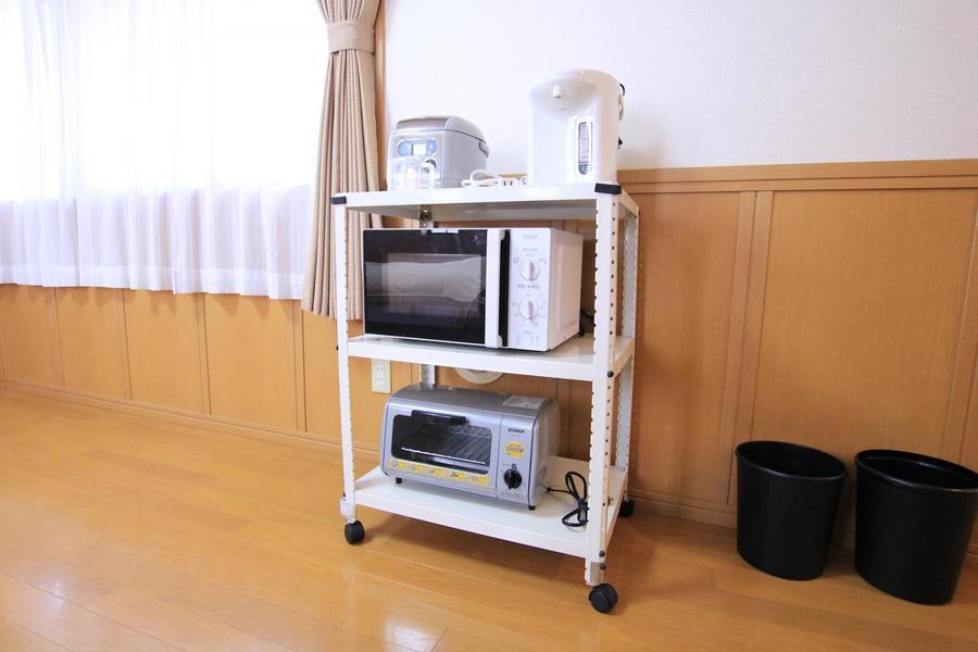 家電類は使いやすく一箇所に。ワゴンタイプなので好きな場所へ移動できます