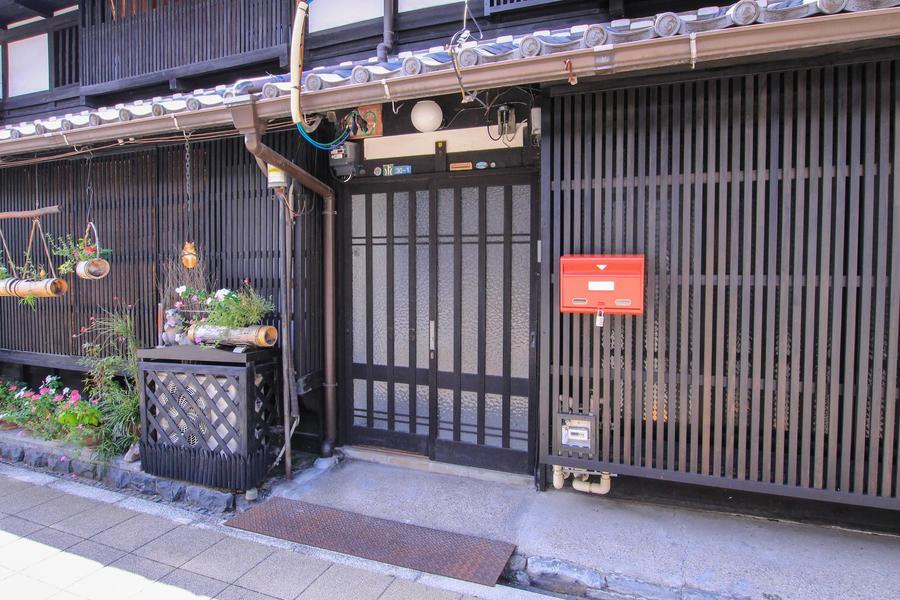 ノスタルジックな外観は一見名古屋の中心部とは思えない佇まい