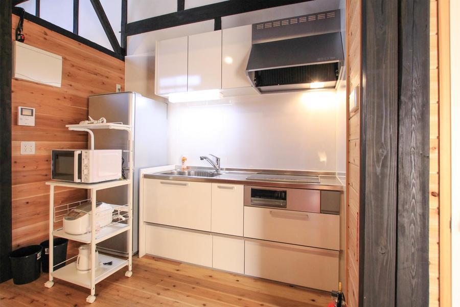キッチンは最新のシステムキッチンを採用。火を使わないIHコンロです
