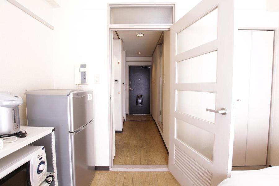 お部屋と廊下の間には扉が設置。室温管理、プライバシー保護にお役立てください