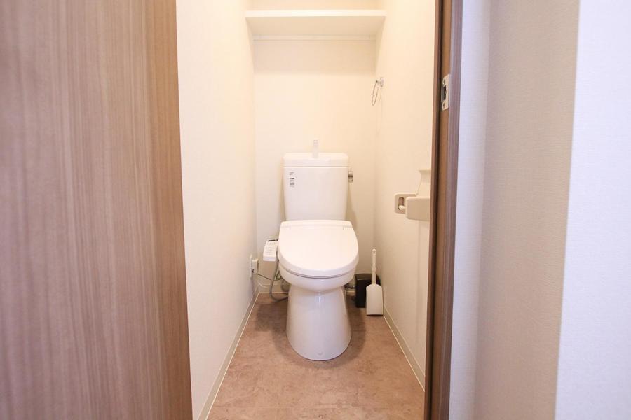 トイレは衛生面でも安心なセパレートタイプ。シャワートイレ完備です