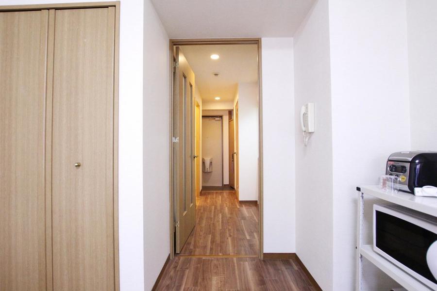 お部屋と廊下の間には仕切り扉があるためプライバシーも確保できます
