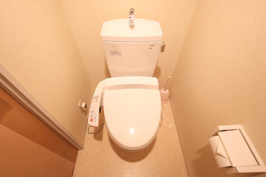 お手洗いは人気の高いシャワートイレタイプを採用