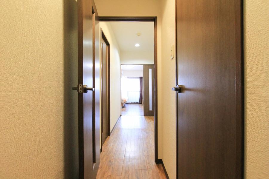 玄関周辺もお部屋と同じ色合いでまとめられ統一感があります