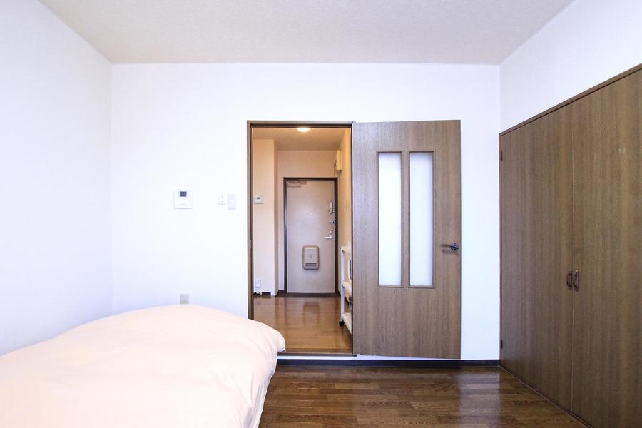 お部屋とキッチンの間には扉があるため、来客時の目隠しにも最適