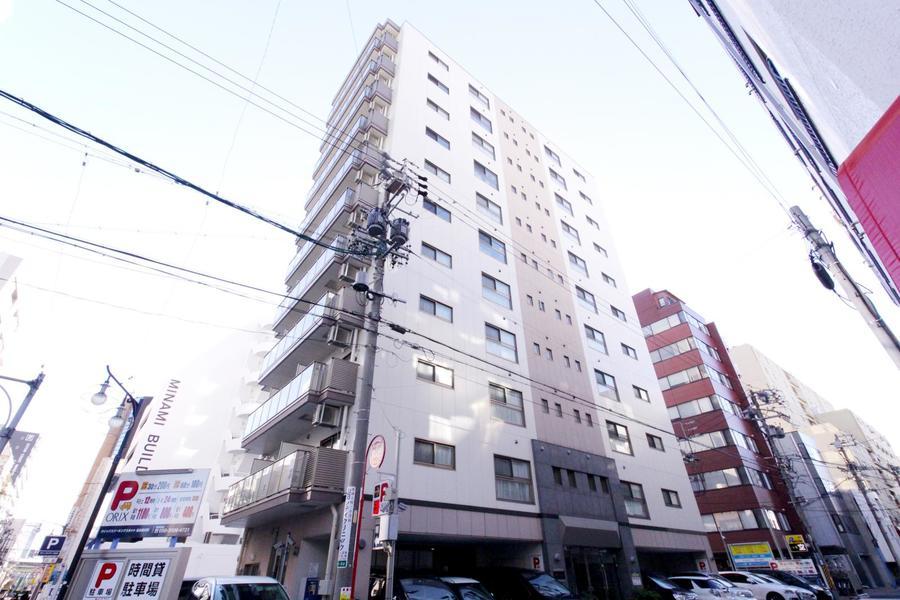 伏見駅より徒歩6分。2014年築の築浅物件です