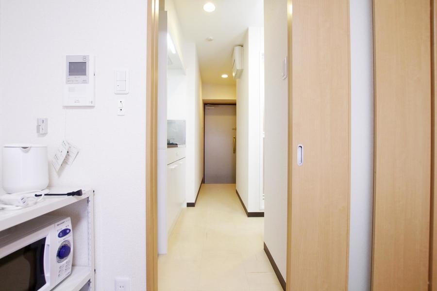 お部屋との仕切りはスライドドアタイプ。室温調節、目隠しにご利用いただけます