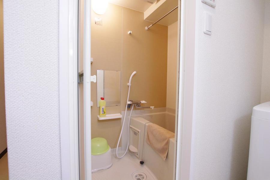 お風呂には浴室乾燥機能を搭載。天気を気にせずお洗濯が可能です