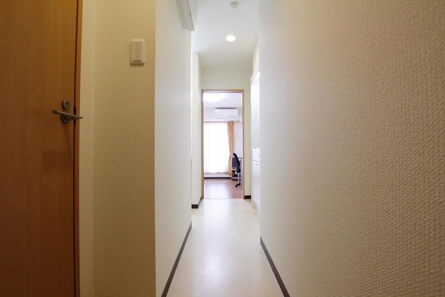 玄関からお部屋までは一続き。すっきりとした印象です