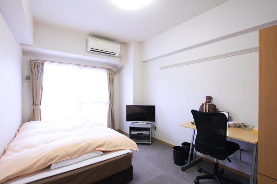 室内はカーペット敷き。足元が冷えにくく快適にお過ごしいただけます