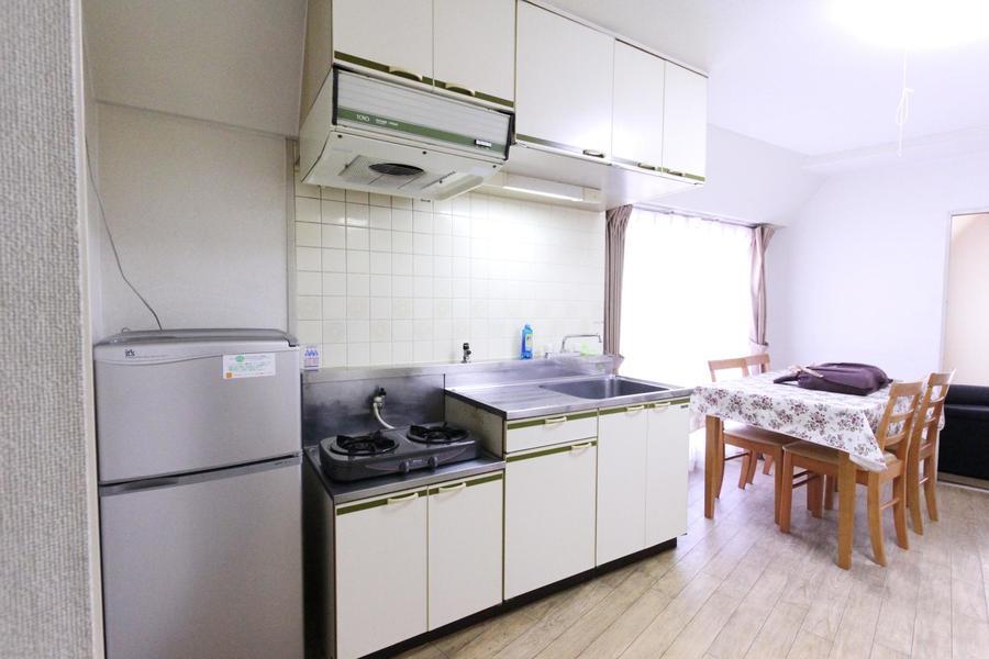 キッチンは作業スペースも広め。お料理もお楽しみいただけます
