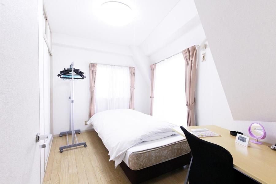 お部屋は和洋2室。窓も2面でたっぷりの日差しが取り込めます