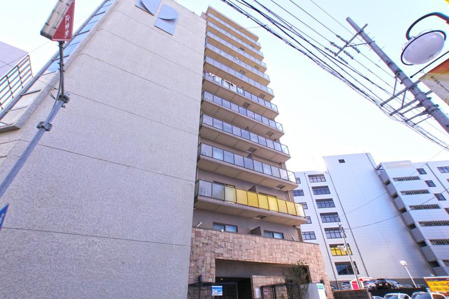 向かいには名古屋四季劇場。居酒屋など飲食店、コンビニともに豊富です