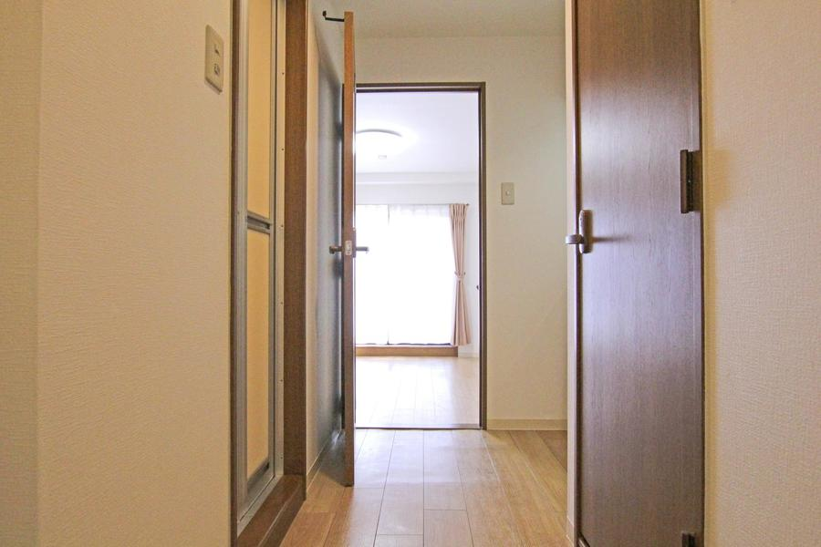 浴室、キッチン周辺の廊下は広めに取られており動きにくさもありません
