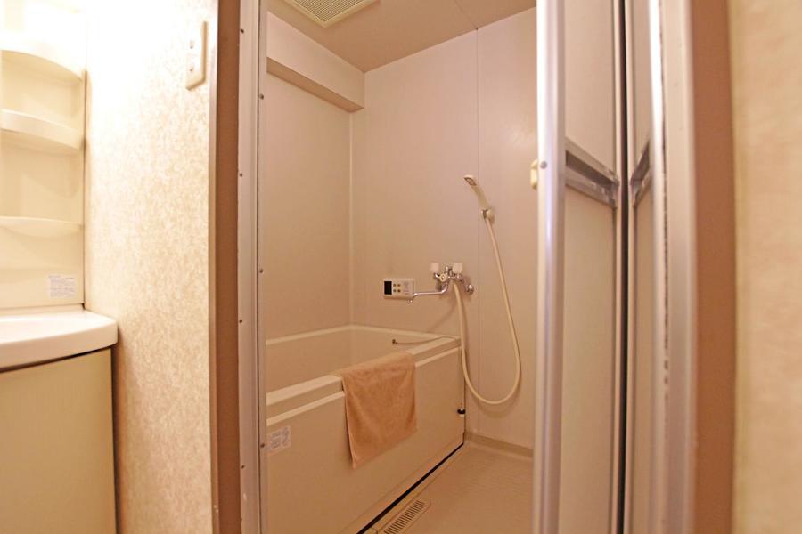 清潔感溢れるバスルームはゆとりの広さ