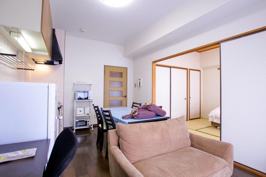 優しい色合いで過ごしやすいリビングルーム。家族の会話も弾みます